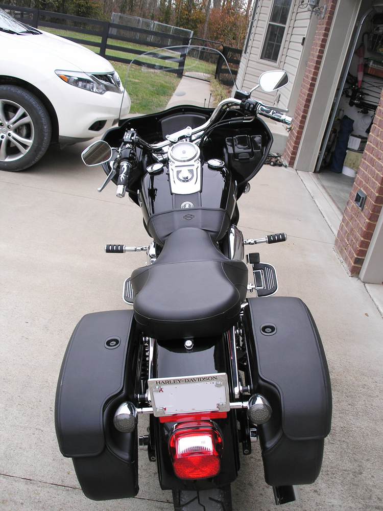 dyna super glide fairing viewed from the back