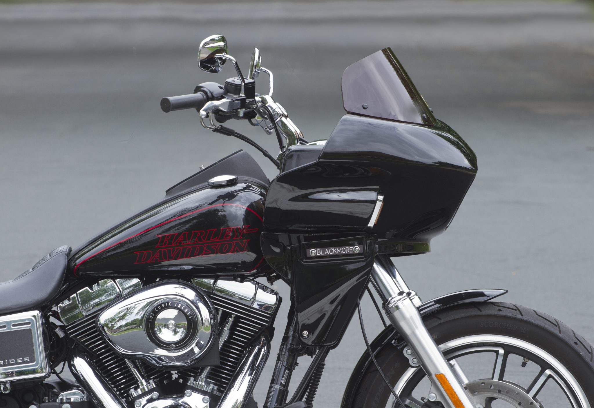 Harley Dyna with frame-mounted fairing